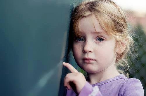 صور طفلة حزينة , صور اطفال حزينة