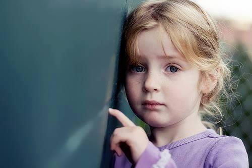 صوره طفلة حزينة , صور اطفال حزينة