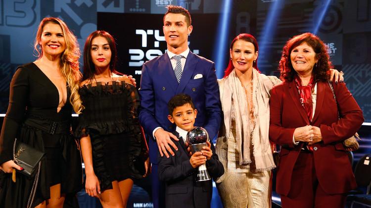صور احسن لاعب فى العالم , جائزة افضل لاعب