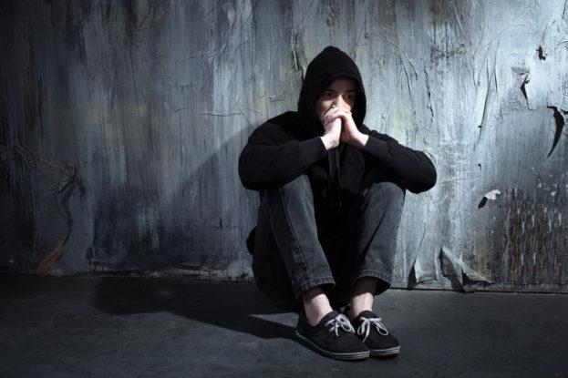 بالصور صور شاب حزين , حزن الشباب المؤلم 1020 4