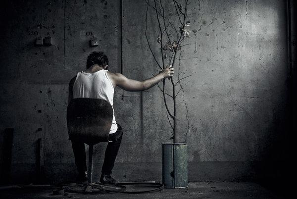 بالصور صور شاب حزين , حزن الشباب المؤلم 1020 9