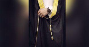 صوره طريقة لبس البشت , كيفية ارتداء العباءه الرجالي