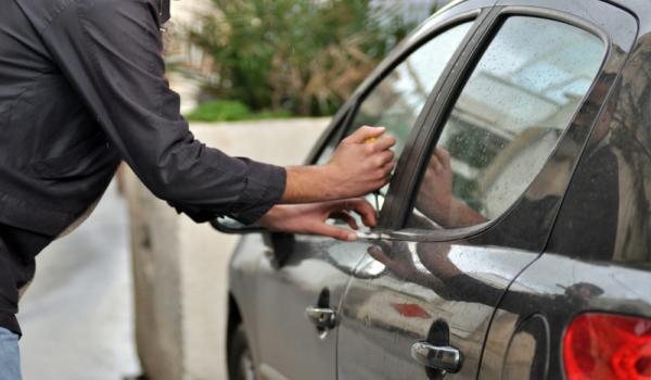 بالصور تفسير حلم سرقة السيارة , مالذي يدل علي سرقه السياره في المنام 6647 1