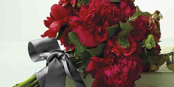 بالصور بوكيه ورد احمر , وفقا لبروتوكول الحب واحكامه اليكم اجمل باقات الزهور الحمراء 2892 14 660x330