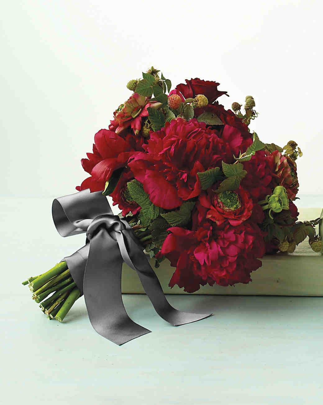 صور بوكيه ورد احمر , وفقا لبروتوكول الحب واحكامه اليكم اجمل باقات الزهور الحمراء