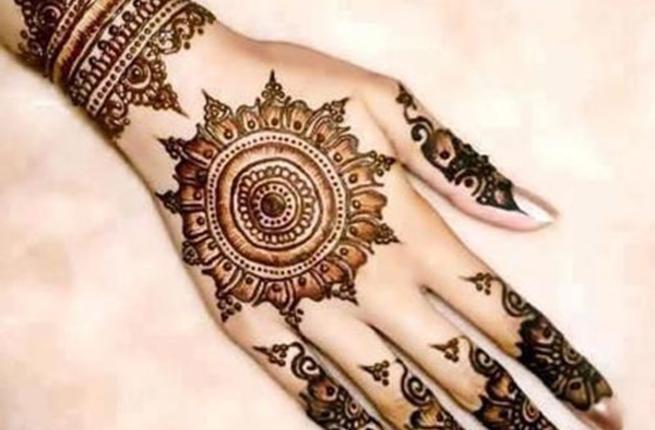 بالصور نقشات حناء انستقرام , للعروس الرقيقة اليكي احدث استايلات رسم الحناء على اليدين والاظافر 5982 12