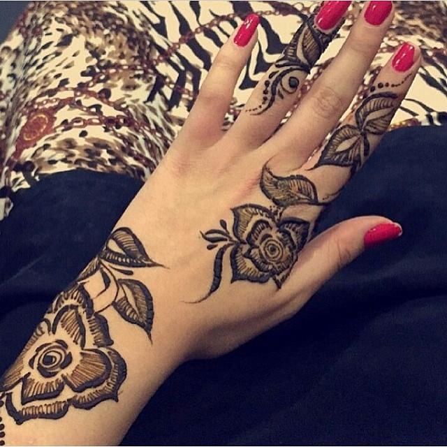 بالصور نقشات حناء انستقرام , للعروس الرقيقة اليكي احدث استايلات رسم الحناء على اليدين والاظافر 5982 2