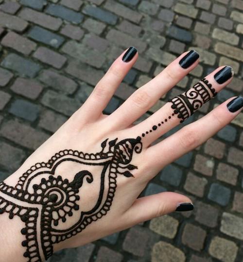 بالصور نقشات حناء انستقرام , للعروس الرقيقة اليكي احدث استايلات رسم الحناء على اليدين والاظافر 5982 9