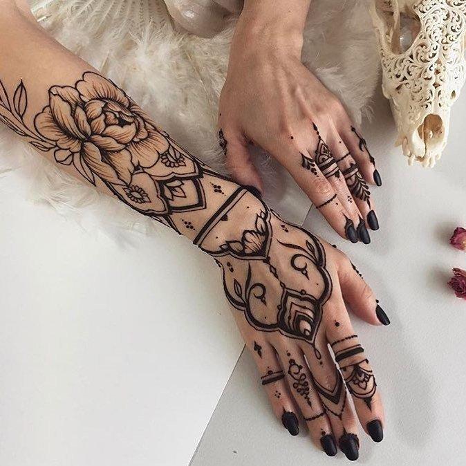 بالصور نقشات حناء انستقرام , للعروس الرقيقة اليكي احدث استايلات رسم الحناء على اليدين والاظافر