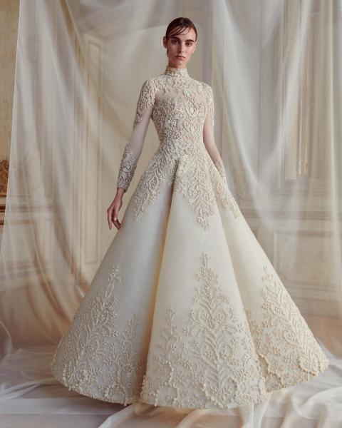 بالصور فساتين افراح , الريش والفيونكات احدث صيحات الموضة في عالم فساتين الزفاف 476 12