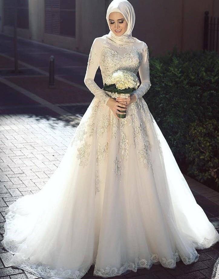 بالصور فساتين افراح , الريش والفيونكات احدث صيحات الموضة في عالم فساتين الزفاف 476 2