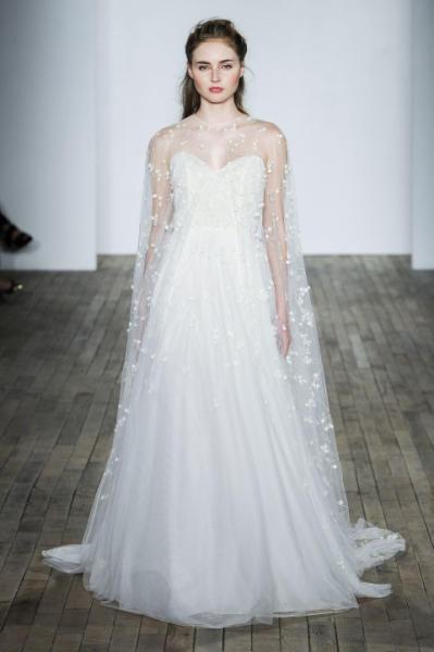 بالصور فساتين افراح , الريش والفيونكات احدث صيحات الموضة في عالم فساتين الزفاف 476 3