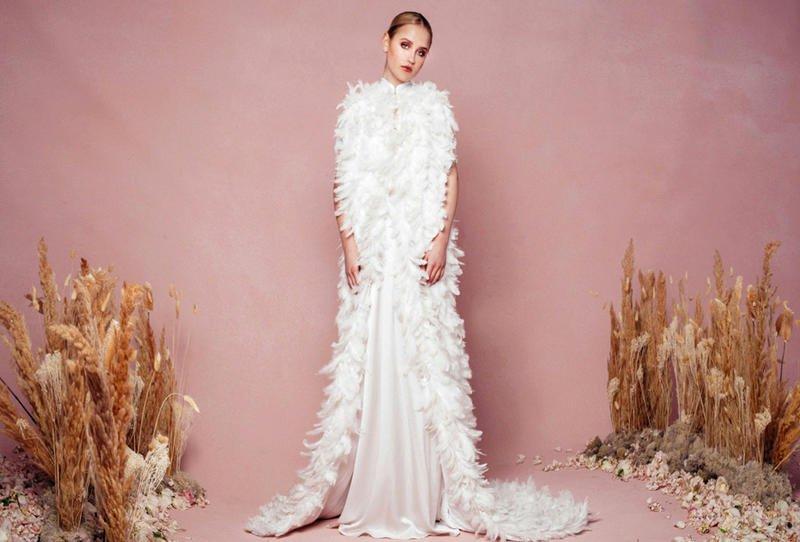بالصور فساتين افراح , الريش والفيونكات احدث صيحات الموضة في عالم فساتين الزفاف 476 4