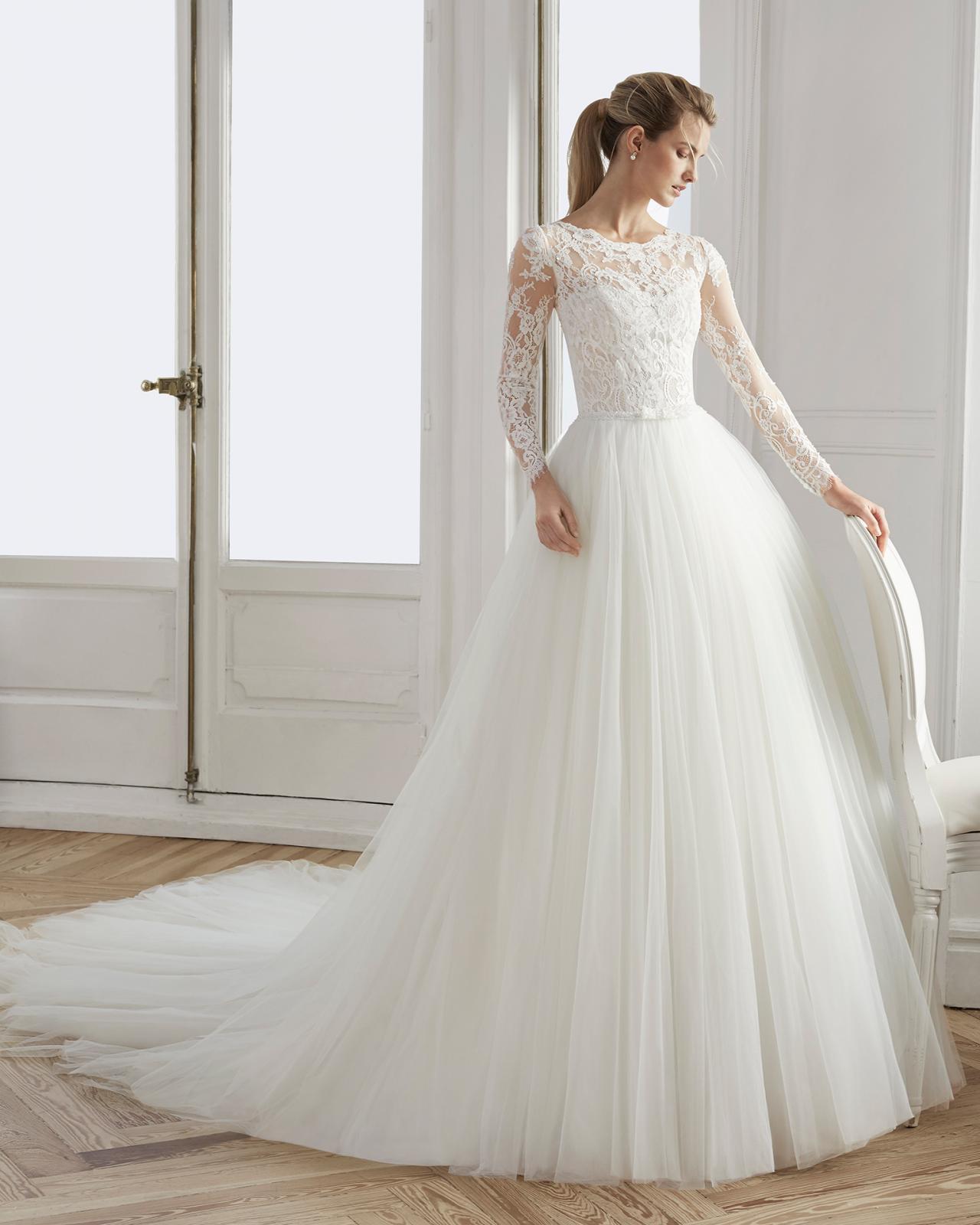 بالصور فساتين افراح , الريش والفيونكات احدث صيحات الموضة في عالم فساتين الزفاف 476 7