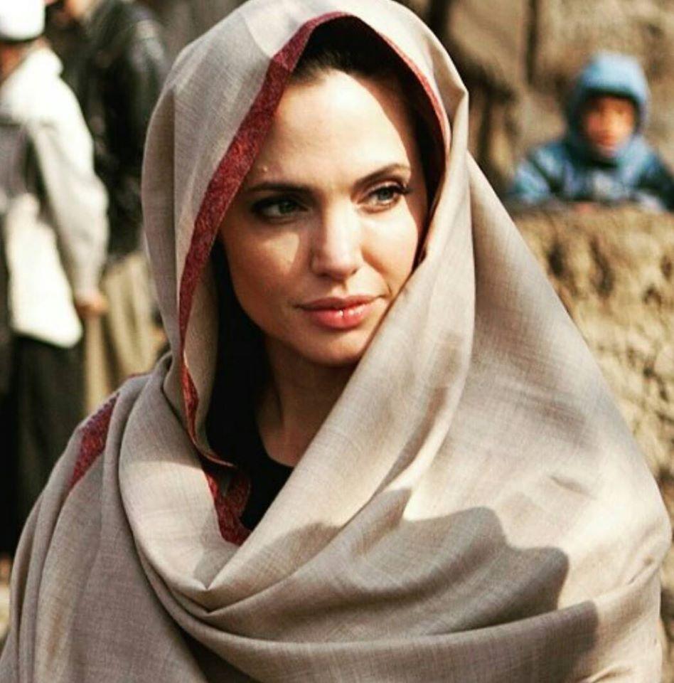 صورة انجلينا جولي بالحجاب , اكثر الممثلات المميزات