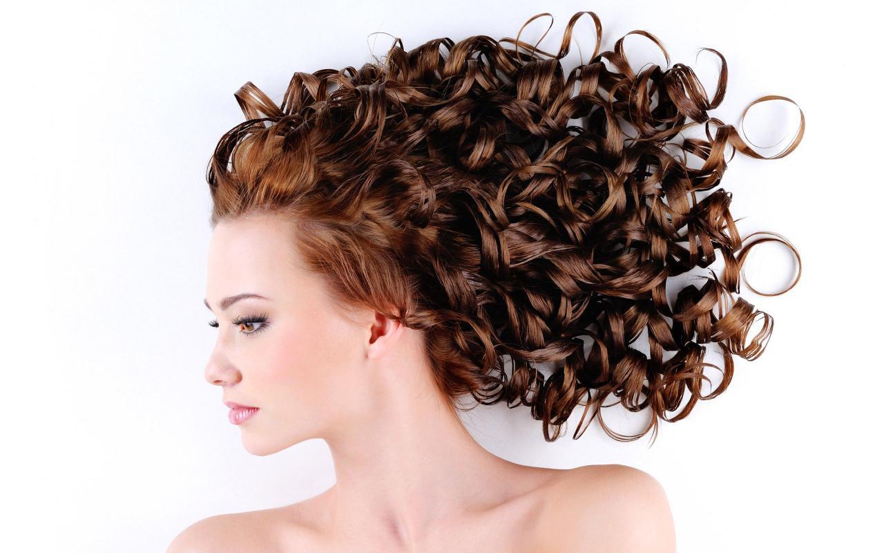 بالصور لف الشعر بالقصدير , كيف اجعل شعرى مموج 13842 2