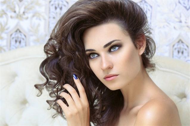 بالصور لف الشعر بالقصدير , كيف اجعل شعرى مموج 13842 4